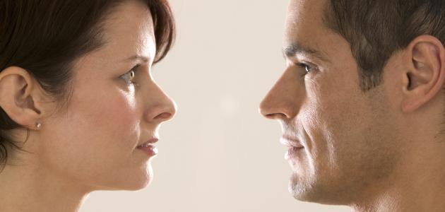 الرجل و المرأة يتحدثان بلغتين مختلفتين