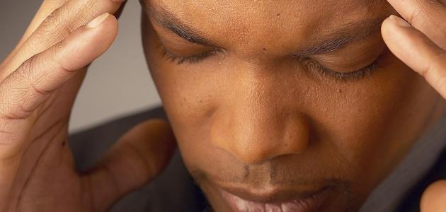 دراسة: شم روائح وهمية تسبق الصداع النصفي