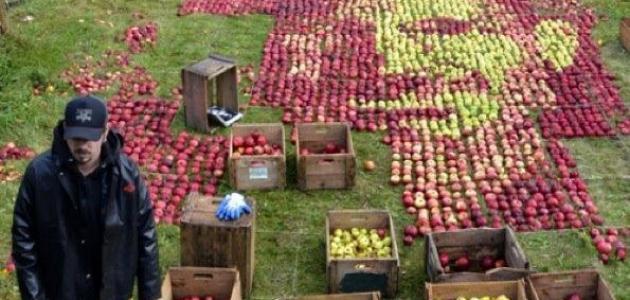 صورة لستيف جوبز باستخدام التفاح فقط