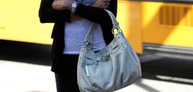 طرق للحد من آلام الرقبة و الكتف من جراء حمل الحقائب الثقيلة