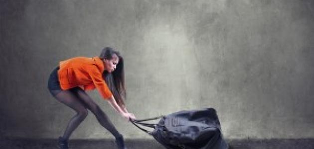 المخاطر المترتبة على حمل الشنطة الثقيلة وكيفية منع الإصابات