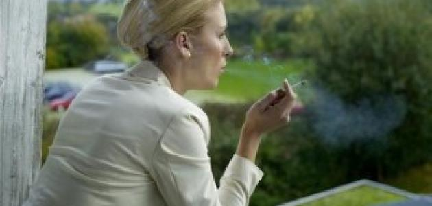 دراسة: الأشخاص الذين يعملون لفترات طويلة يقومون بالتدخين بشكل أكبر