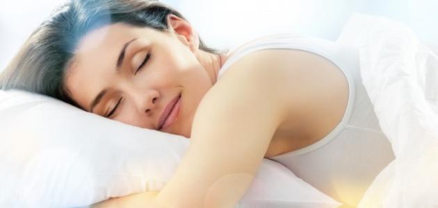 وضعية نومك الخاصة: مفيدة أم ضارة؟