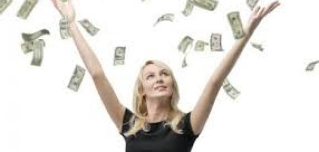 5 أوضاع مالية على المرأة التفكير بها