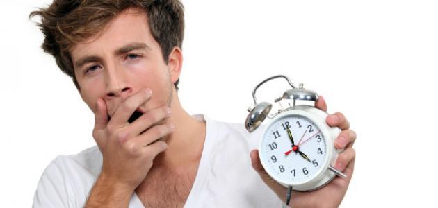 ما أسباب الشعور بالتعب بعد الاستيقاظ من النوم