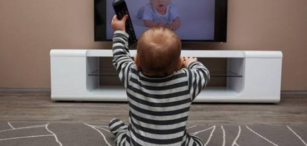 اضرار التلفاز على الرضع