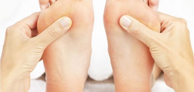 علاج بعض الأعراض الصحية باستخدام تدليك القدمين