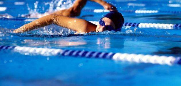 فوائد السباحة للكرش