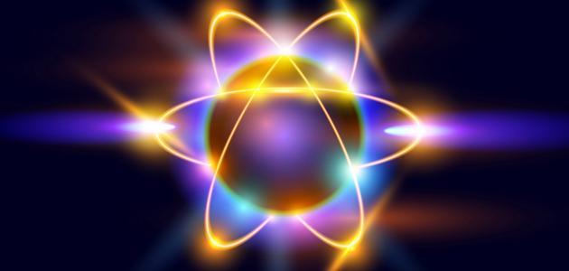ما هي مكونات الذرة