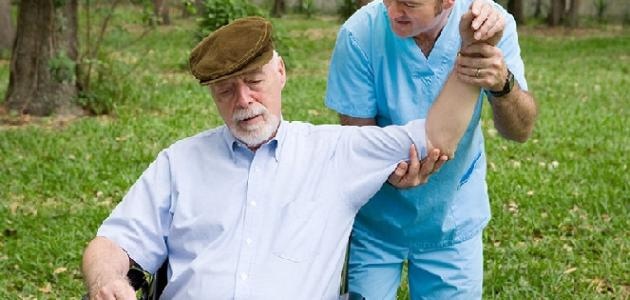 أسباب وأعراض الشلل الرباعي