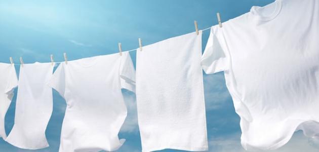 كيفية إزالة البقع عن الملابس البيضاء