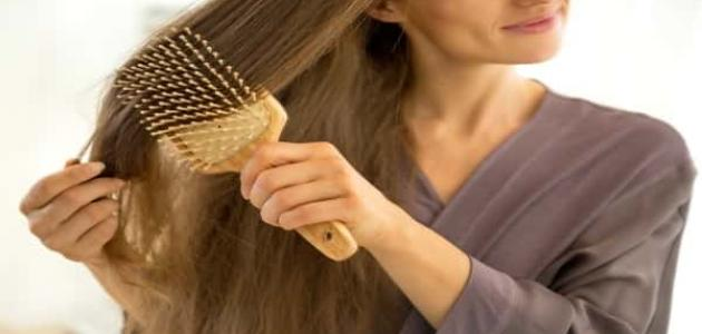 كيفية ترطيب الشعر الجاف والمجعد