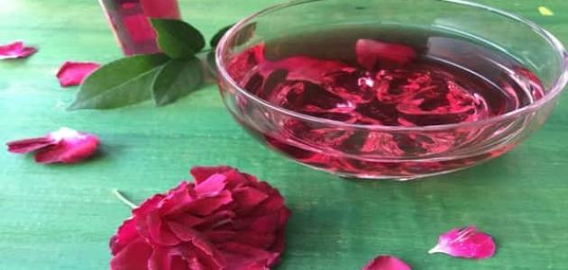 فوائد ماء الورد لحب الشباب