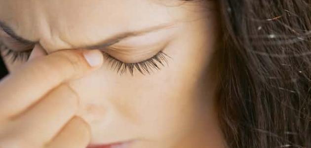كيفية تنظيف العين من الشوائب