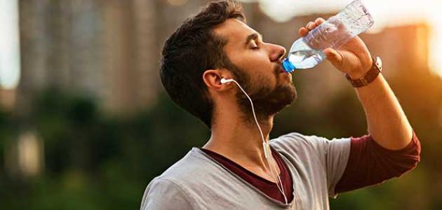 فوائد شرب الماء أثناء المشي