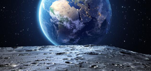 كم يبعد القمر عن الأرض