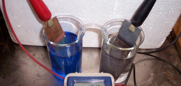 مبدأ عمل البطارية الكهروكيميائية