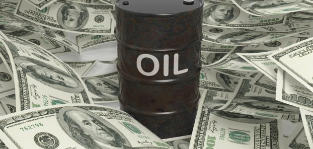 علاقة النفط بالدولار الأمريكي